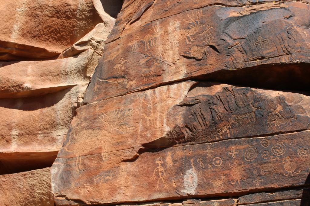 Sinaguan petroglyphs